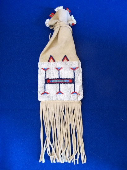 image-7486489-Lakota_beaded_tobacco_Bag2.JPG